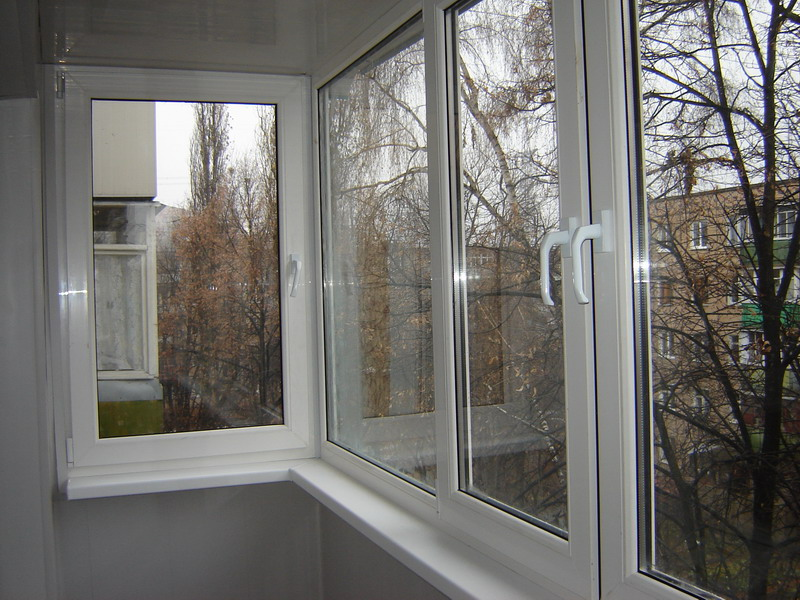 Пластиковые окна на балконе фото.
